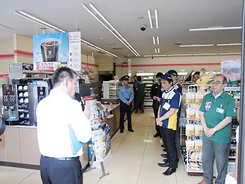 石神井警察署生活安全課長による講評の様子