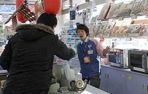 スリーエフ平塚徳延店における防犯訓練の様子